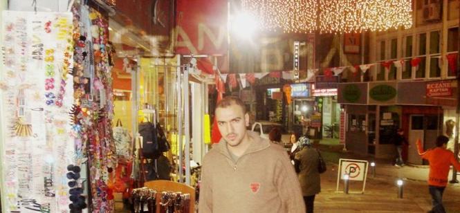 Türkiyedeyken bana iş vermediklerinde 22 ay pazarda seyyar satıcılık yaptım ve ticareti öğrendim.Tezgâhına satamayacağın malı koymayacaksın! - Mimar Aslan